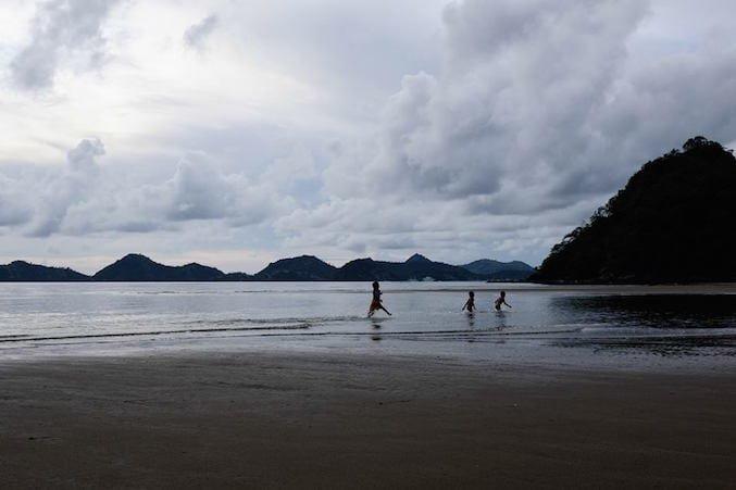 Bambini in corsa in Indonesia