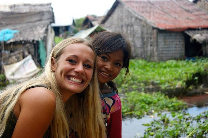 Vittoria e bimba cambogiana