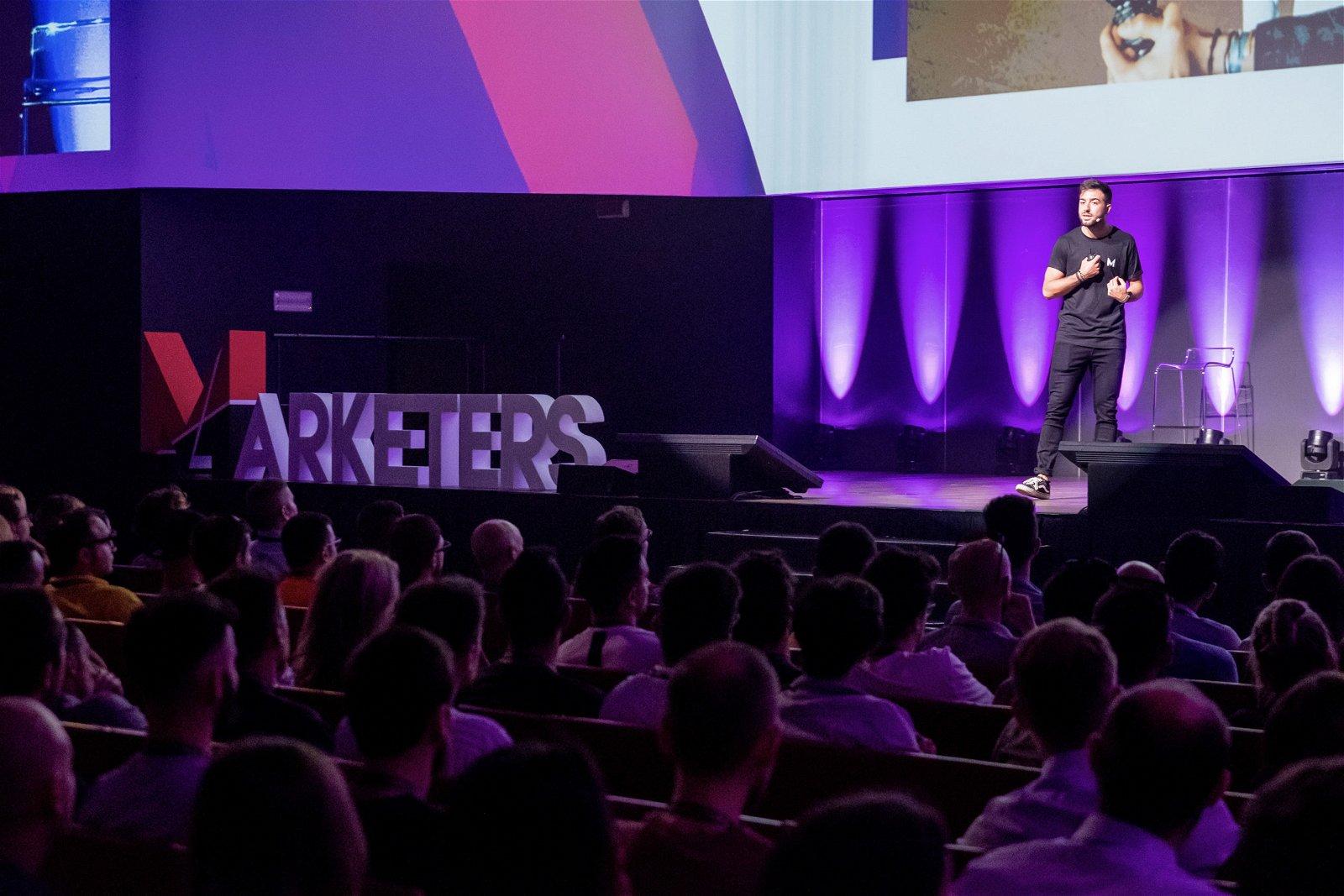 public speaking dario vignali sul palco marketers word